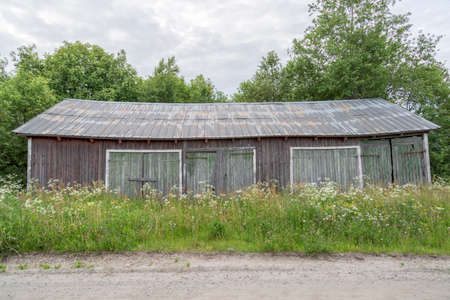 worn: Old Worn Barn