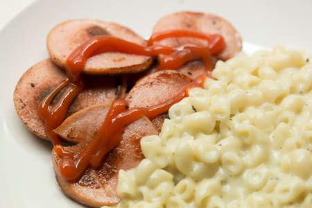 Suédois saucisse Falukorv avec macaronis compotée Banque d'images - 47505884