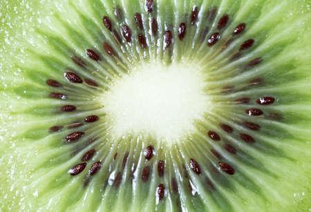 kiwi fruta: Centro de una rodajas kiwi Foto de archivo