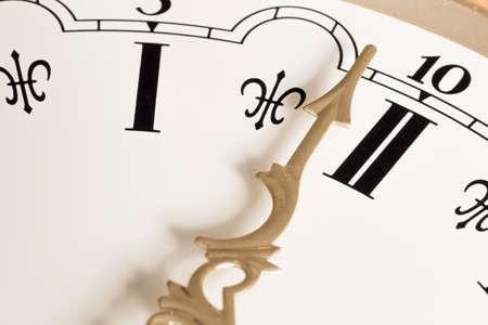 numeros romanos: Reloj de la mano de cerca con los n�meros romanos