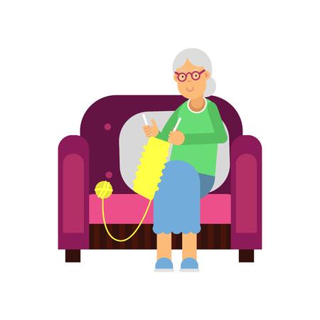 Großmutter, die in einem gemütlichen Lehnsessel strickenden gelben Schal sitzt. Charaktervektorillustration der alten Frau in der flachen Art auf weißem Hintergrund. Vektorgrafik