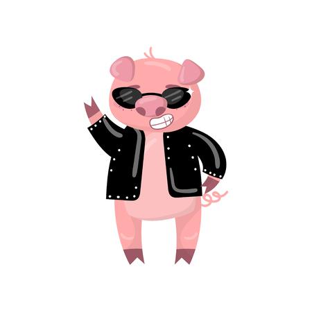 Simpatico personaggio di maiale in una giacca nera e occhiali da sole che mostra il segno di vittoria, divertente cartone animato piggy animale illustrazione vettoriale su uno sfondo bianco Vettoriali