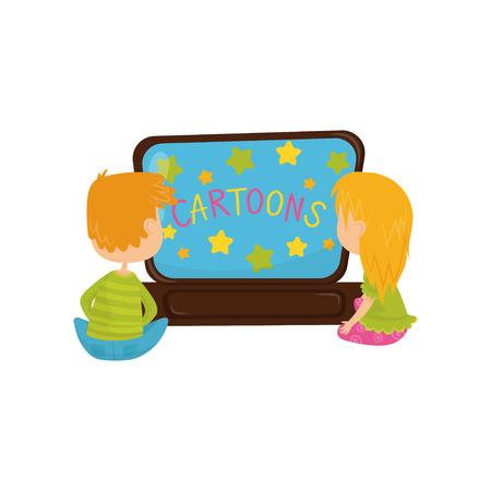 Niños pequeños viendo dibujos animados. Dos niños, un niño y una niña sentados en el suelo frente al televisor. Hermano y hermana pasan tiempo juntos. Ilustración de vector plano colorido aislado sobre fondo blanco.