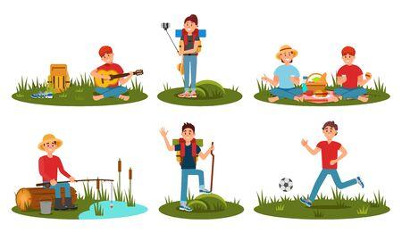 Caratteri di persone che trascorrono del tempo al campo estivo nella foresta profonda. Montare la tenda, giocare a calcio. Amici della donna e dell'uomo che fanno un'escursione con lo zaino in vacanza. Cartoon piatto illustrazione vettoriale