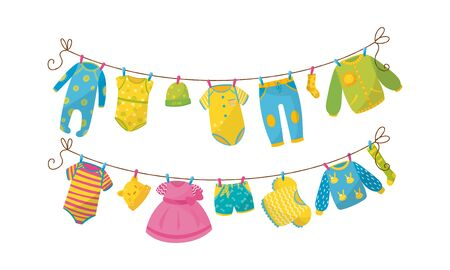 Set di illustrazioni vettoriali per abbigliamento per bambini che asciugano su stendibiancheria Vettoriali