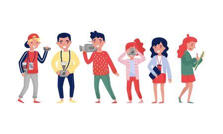 Personaggi dei cartoni animati di rappresentanti ufficiali della stampa con distintivi, cameramen professionisti, giornalisti con quaderni, paparazzi con macchine fotografiche