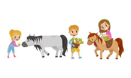 Cute Kid Feeding Their Horses with Grass and Carrot Vector Set Imagens - 156321894