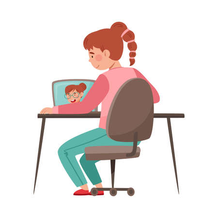 Girl as School or College Student at Desk in Front of Laptop Listening to Teacher Vector Illustration Vetores