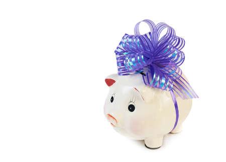 fondos violeta: Hucha con gran lazo violeta aislado en blanco