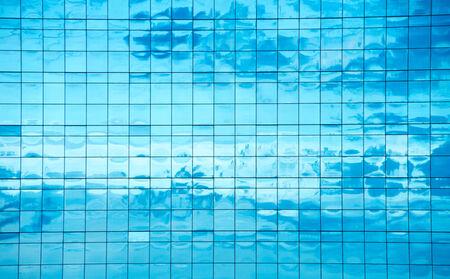 Clouds reflected in windows of modern office building Foto de archivo