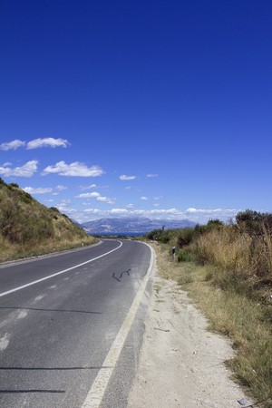 turning road with mountains in the background Stock Photo - 7624912