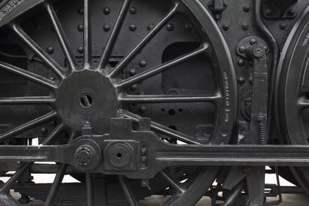 maquina de vapor: Detalle de la rueda de hierro negro, del motor de vapor vintage