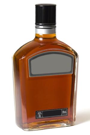 whiskey: Volledige fles whisky of cognac op een witte achtergrond