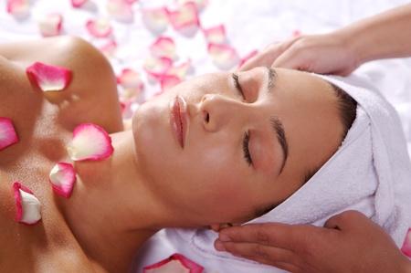 masaje para una mujer joven