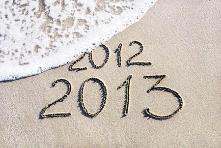 zastąpić: Happy New Year 2013 2012 zastÄ…pić koncepcjÄ™ na morzu plaży Zdjęcie Seryjne