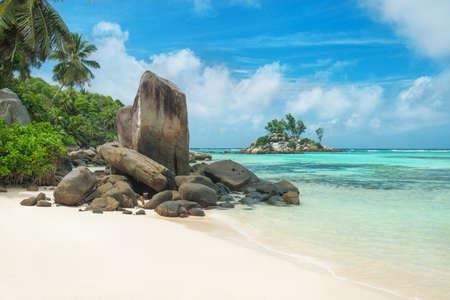 열 대 해변 Anse 로얄 섬 마헤, 세이셸 - 휴가 배경 스톡 콘텐츠