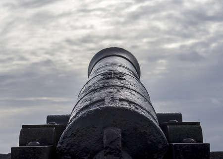 incursion: vieux canon, sp�cimen de mus�e debout � Plymouth