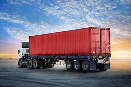 도크에서 컨테이너 트럭의 물류 가져 오기 내보내기 배경