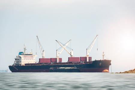 대양 화물선의 물류 및 운송