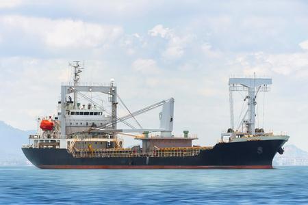 바다에있는 화물선 스톡 콘텐츠