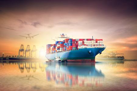 物流と夕焼け空の海の国際コンテナー貨物船と貨物飛行機の輸送貨物輸送, 運送業 写真素材