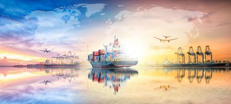 Concept global d'exportation d'importation de logistique d'affaires et industrie de transport de navire de fret de cargaison de récipient au ciel coucher du soleil Banque d'images - 83594510