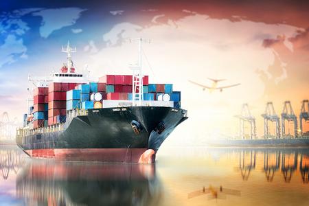 글로벌 비즈니스 물류 가져 오기 내보내기 배경 및 컨테이너화물 전송 개념