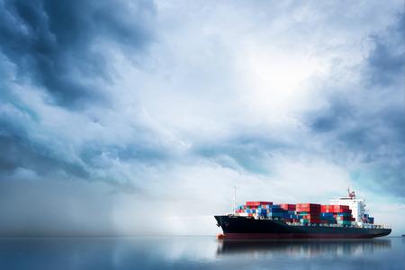 海上における国際コンテナ貨物船の物流・輸送、貨物輸送、船舶