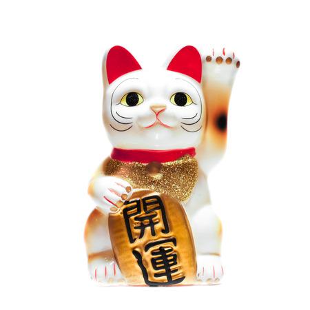 "Japanse Lucky Cat geïsoleerd op een witte achtergrond, tri-kleuren kat, de Japanse Tekst ""kai-unn"" vertaald als badluck gaat weg, succes en geluk komen. Stockfoto"