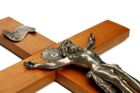 Detail des Kruzifix auf weißem Hintergrund Statue von Jesus Nahaufnahme
