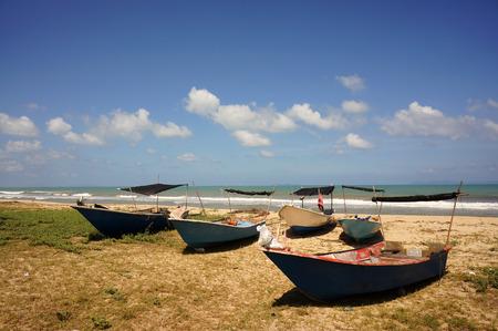 bateau de pêche: Belle vue sur Penarik Beach, Terengganu, Malaisie