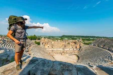 Aksu, Antalya / Turkey. A hiker in Perge (Perga Ancient City) Ancient City and Ruins. Banque d'images