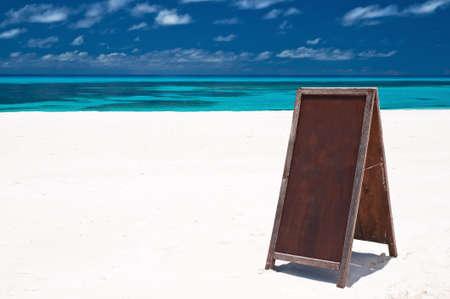 blank menu board at the beach 版權商用圖片 - 9547537