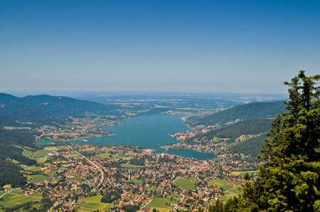 Tegernsee in Bayern, Deutschland Standard-Bild - 9596225