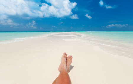 Sonnenbaden am Strand Standard-Bild - 36898498