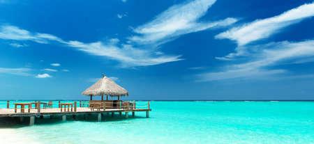 モルディブで熱帯のビーチ バー