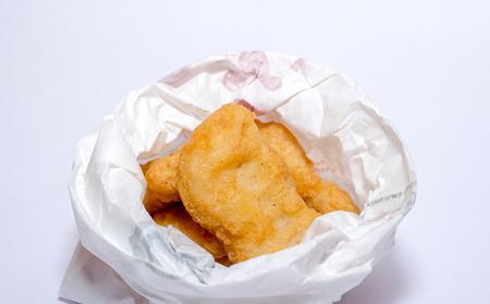 chicken nuggets: Fried chicken nuggets paper box