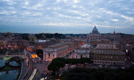 Rome, Italy - 2 January 2008: View of Rome center in the evening 新聞圖片