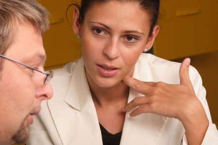 terapia psicologica: Hombres y mujeres profesionales de di�logo - cerca  Foto de archivo