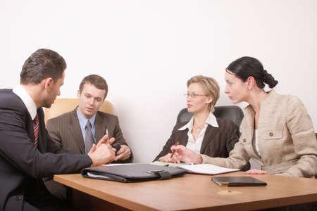 Grupo de personas negociar en el mostrador  Foto de archivo - 503183