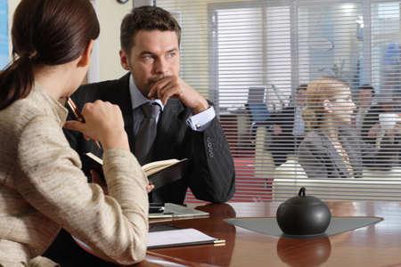 earnest: Businesspeople profesional en un ambiente de la oficina. Foto de archivo