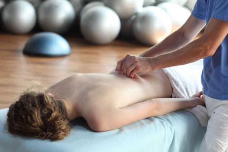 treat acupressure: female receiving back massage