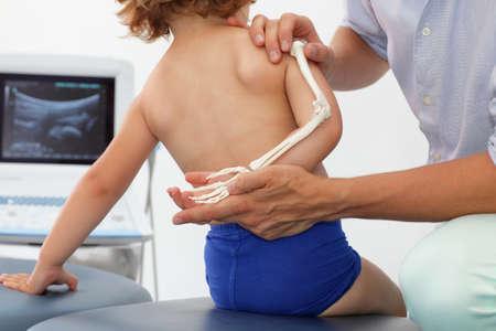 alargamiento: Presentaci�n del sistema esquel�tico del miembro superior del ni�o - lecci�n de anatom�a