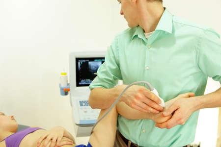 pied fille: ultrasons des pieds de fille - diagnostic