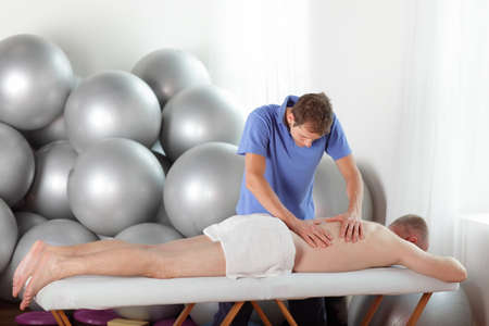 example of bad posture of masseur during massage