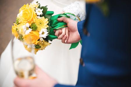 vestidos de epoca: couple in love holding a yellow bouquet and glass of champagne Foto de archivo