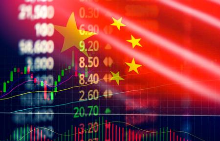 Bolsa de valores de China / análisis de la bolsa de valores de Shanghai indicador de cambio de divisas gráfico gráfico crecimiento empresarial finanzas dinero crisis economía y gráfico comercial con la bandera de China Foto de archivo