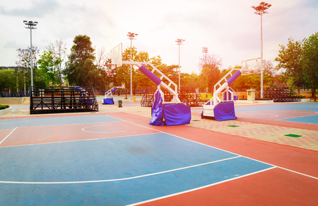 basketball court sport outdoor public park / Streetball