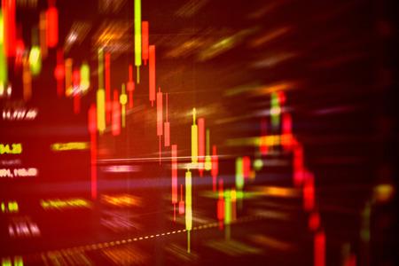 Caída del gráfico desplegable del precio rojo de la crisis bursátil / Análisis de la bolsa de valores o gráfico de forex Dinero de caída de negocios y finanzas perdiendo pérdida de inversión económica en movimiento Foto de archivo