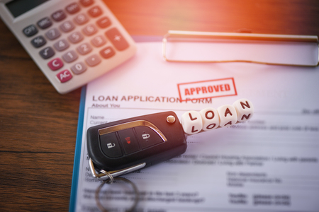 loan approval / financial loan application form for lender and borrower for car with key and calculator on the table office Stockfoto